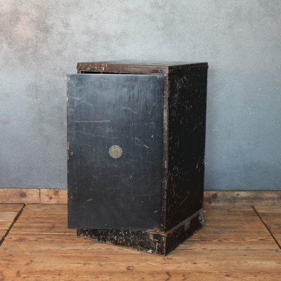Cassettiera nera vintage con 40 cassetti in metallo