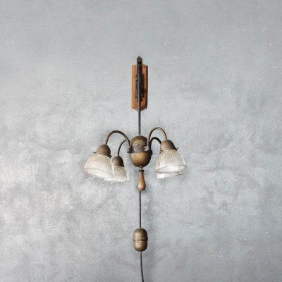 Lampada vintage a parete anni '50 con contrappeso e quattro luci