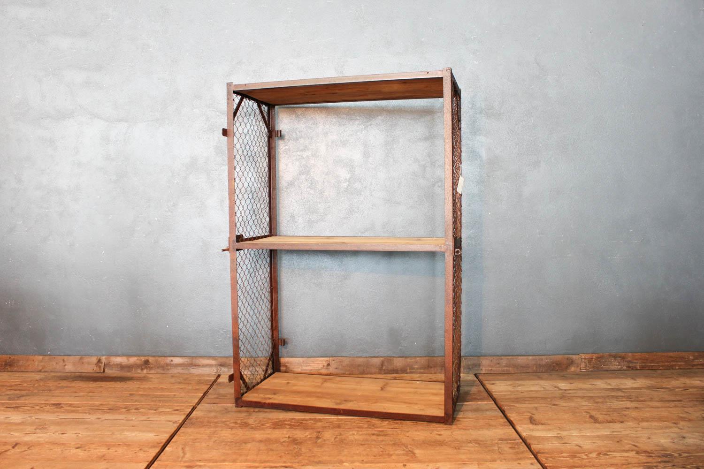 Scaffalatura in ferro e legno anni '50 composto da tre ripiani