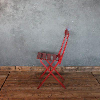 Sedia pieghevole colore rosso in ferro e legno