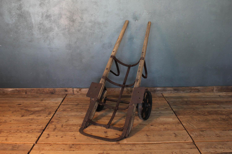 Carrello di tipo industriale in ferro e legno da lavoro del primo '900