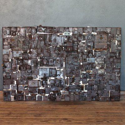 Pannello decorativo da parete realizzato con vecchie serrature