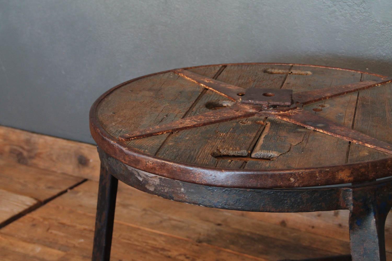 Tavolino industriale creato da vecchia bobina - LA CENTRALE