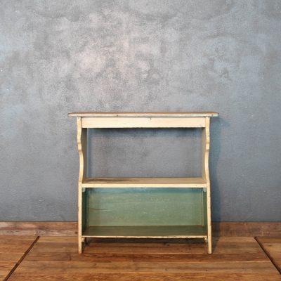 Scaffale in legno di abete della fine dell'800 colore crema e salvia