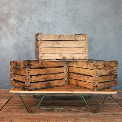 assette da frutta di riuso in legno di abete degli anni '50 colore legno naturale.